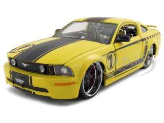 2006 FORD MUSTANG GT YELLOW #1 124 DIECAST MODEL CAR