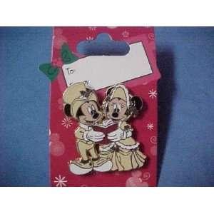 Pin/Mickey & Minnie Victorian Christmas Carolers