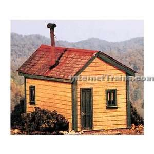 BTS HO Scale Cleggs Cabin Kit: Toys & Games
