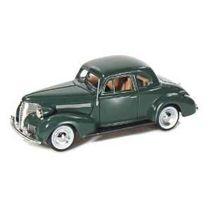 1939 Chevy Coupe 1/24 Green: Toys & Games