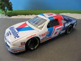 Revell Diecast NASCAR Mark Martin Valvoline #6 Ford Thunderbird MIB 1