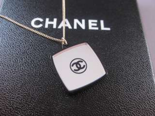 Auth CHANEL 08A Large Mirror Powder Gold Long Necklace