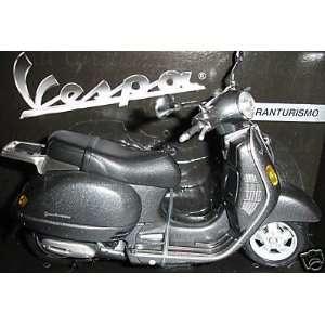 2004 Vespa Granturismo diecast scooter 112 scale die cast