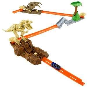 Hot Wheels Trick Track Jurassic Starter Set: .co.uk: Toys