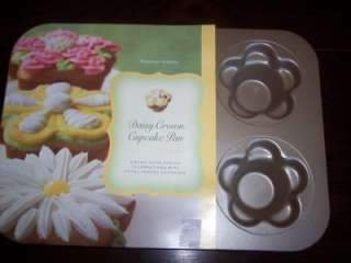 Williams Sonoma~DAISY CROWN CUPCAKE PAN~NEW~CUTE~HTF~
